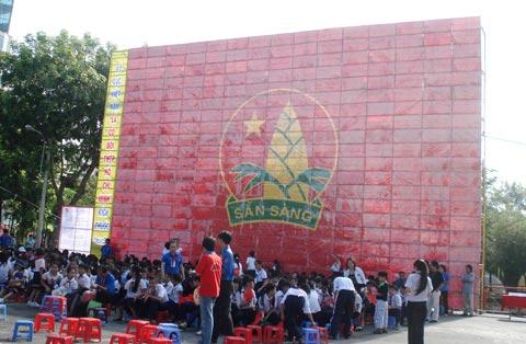 Lá cờ đội thiếu niên tiền phong lớn nhất Việt Nam - 1