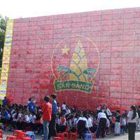 Lá cờ đội thiếu niên tiền phong lớn nhất Việt Nam