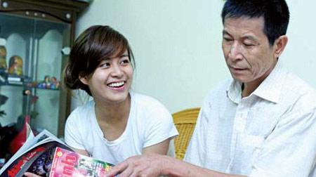 Bố Hoàng Thùy Linh: Bạc tóc vì con - 4