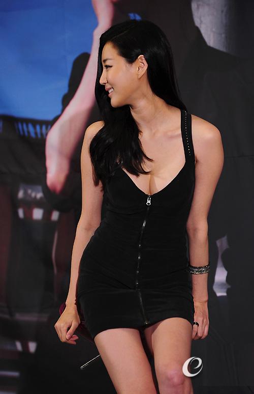 Cựu hoa hậu Hàn Quốc khoe vòng 1 gợi cảm - 6