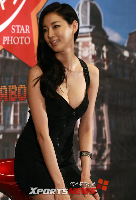 Cựu hoa hậu Hàn Quốc khoe vòng 1 gợi cảm - 3