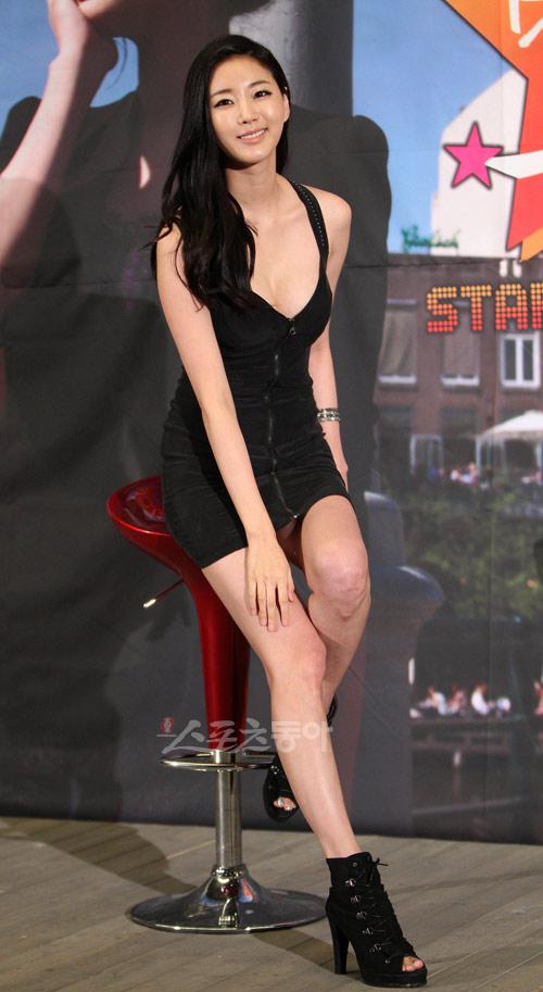 Cựu hoa hậu Hàn Quốc khoe vòng 1 gợi cảm - 8