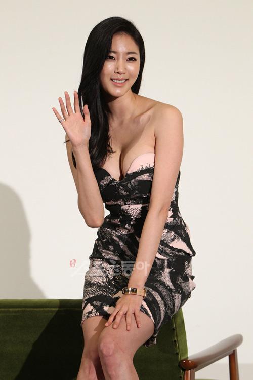 Cựu hoa hậu Hàn Quốc khoe vòng 1 gợi cảm - 12