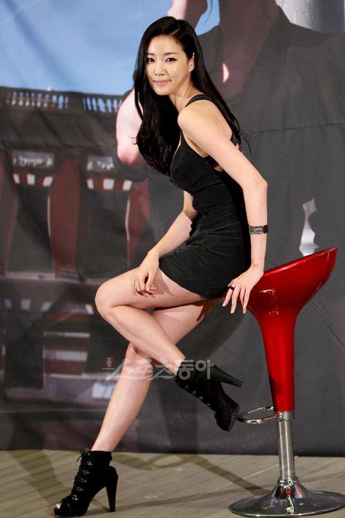 Cựu hoa hậu Hàn Quốc khoe vòng 1 gợi cảm - 9