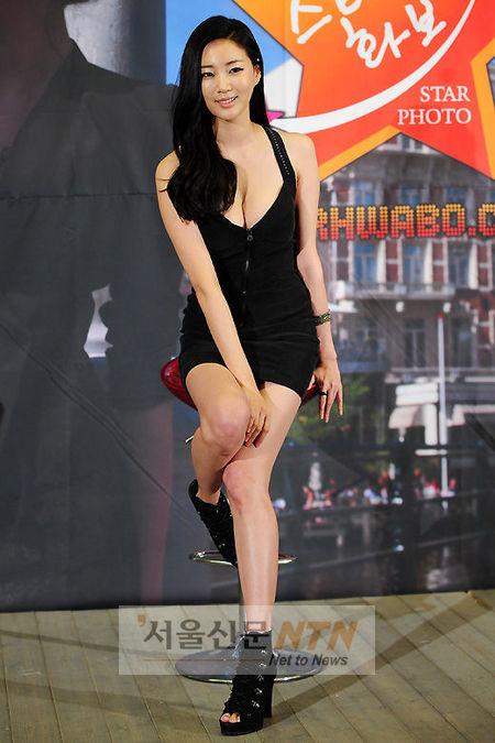 Cựu hoa hậu Hàn Quốc khoe vòng 1 gợi cảm - 7