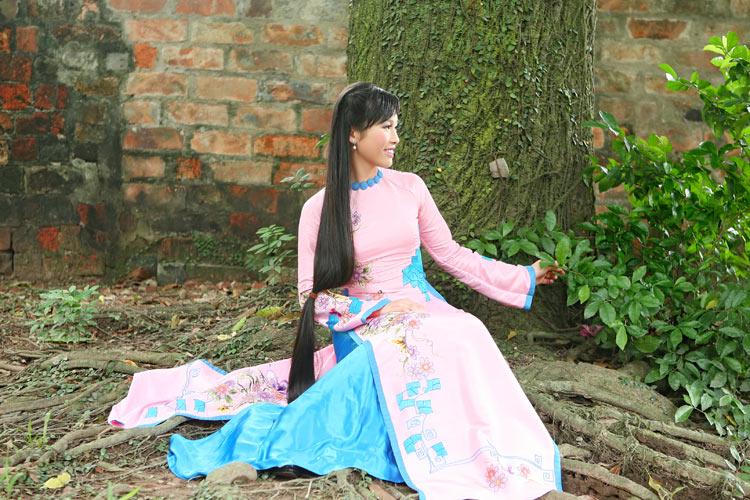 Ngắm nhan sắc có mái tóc dài kỷ lục tại cuộc thi HHTG người Việt - 1