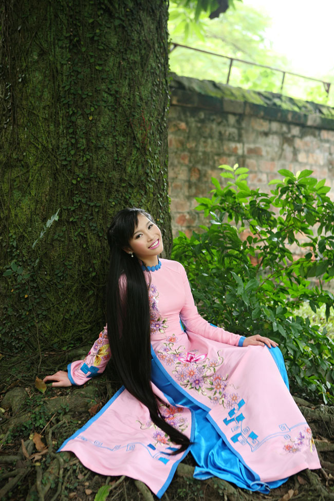 Ngắm nhan sắc có mái tóc dài kỷ lục tại cuộc thi HHTG người Việt - 2