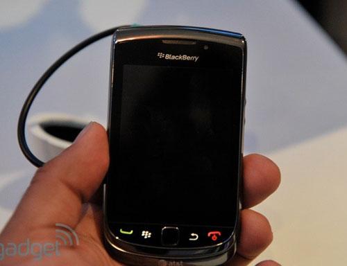 RIM trình làng điện thoại trượt màn hình cảm ứng - 2