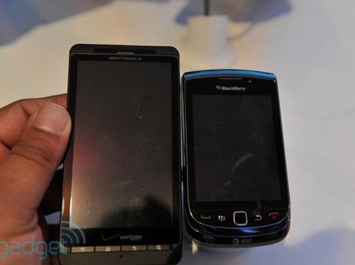 RIM trình làng điện thoại trượt màn hình cảm ứng - 4