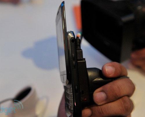 RIM trình làng điện thoại trượt màn hình cảm ứng - 7