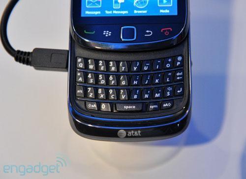 RIM trình làng điện thoại trượt màn hình cảm ứng - 12