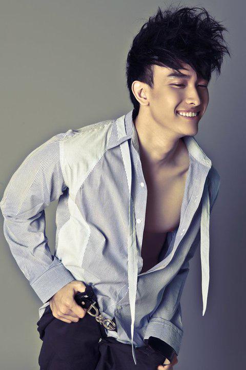 """Tạo hình sexy như """"hot boy"""" Chan Than San - 8"""
