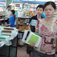 Đồ dùng học tập: Khuyến mại nhiều vẫn khó mua
