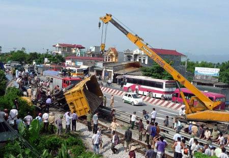 Nhiều vụ tai nạn xảy ra tại nơi tàu lật - 1