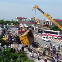 Nhiều vụ tai nạn xảy ra tại nơi tàu lật