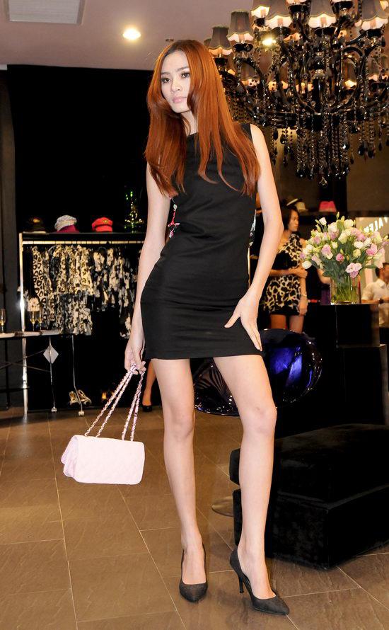 Kiều nữ Venus giúp bạn gái chọn váy hàng hiệu - 10