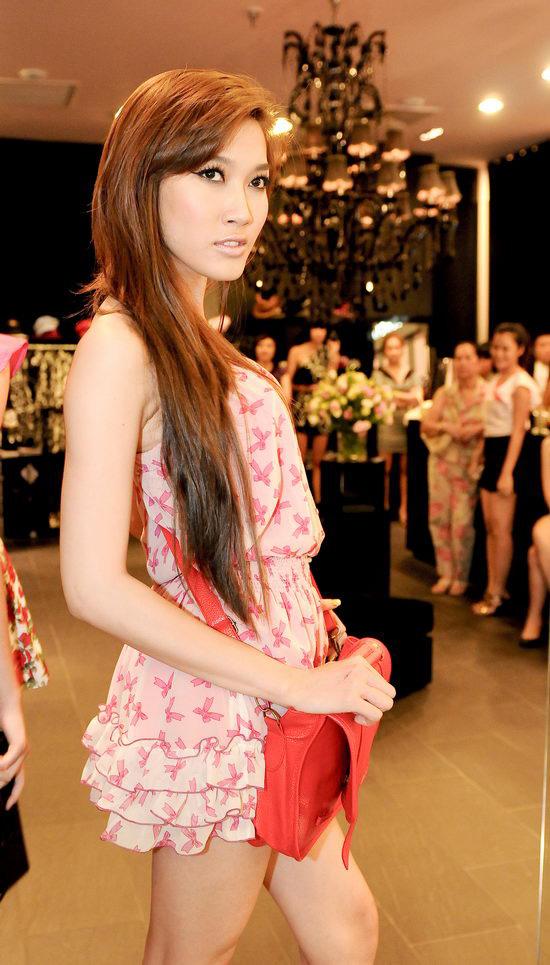 Kiều nữ Venus giúp bạn gái chọn váy hàng hiệu - 20