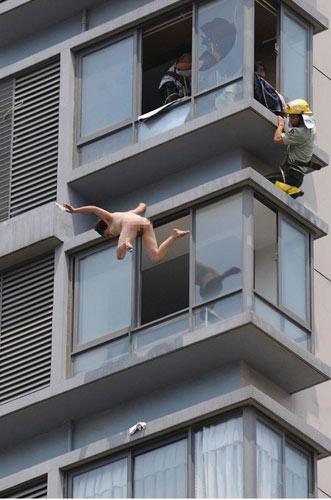 Nude nhẩy lầu tự vẫn, Phi thường - kỳ quặc, Chuyen la,chuyen la the gioi,nude,co gai,tu tu,tu van