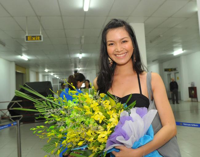 Hoa hậu Thùy Dung khoe chân dài miên man tại Tuần Châu - 1