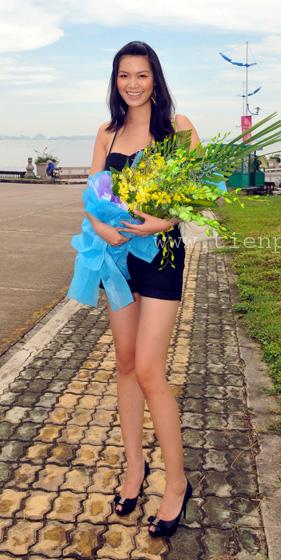 Hoa hậu Thùy Dung khoe chân dài miên man tại Tuần Châu - 2