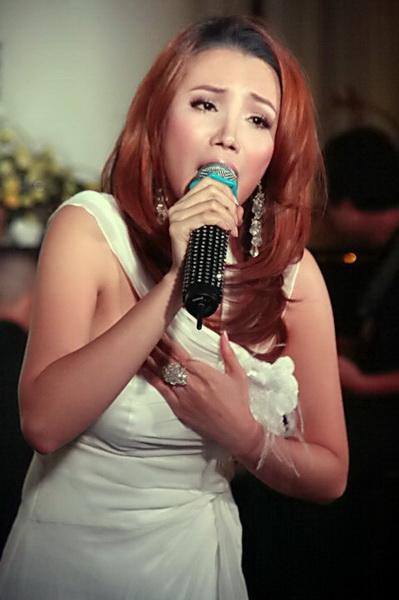 Hồ Quỳnh Hương mở tiệc... chay ra mắt album mới - 1