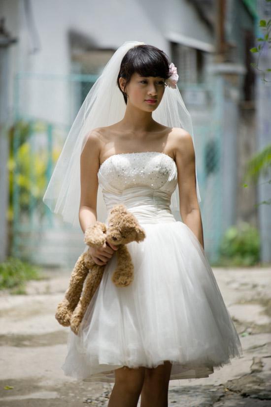 Mặc váy cưới ngắn xinh như Triệu Trang - 4