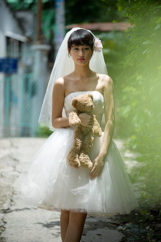 Mặc váy cưới ngắn xinh như Triệu Trang - 1