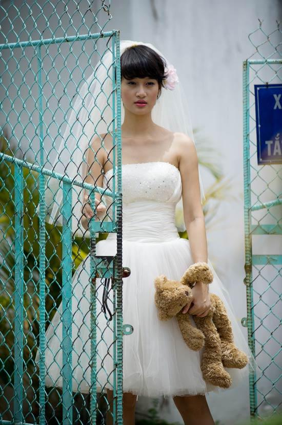 Mặc váy cưới ngắn xinh như Triệu Trang - 5