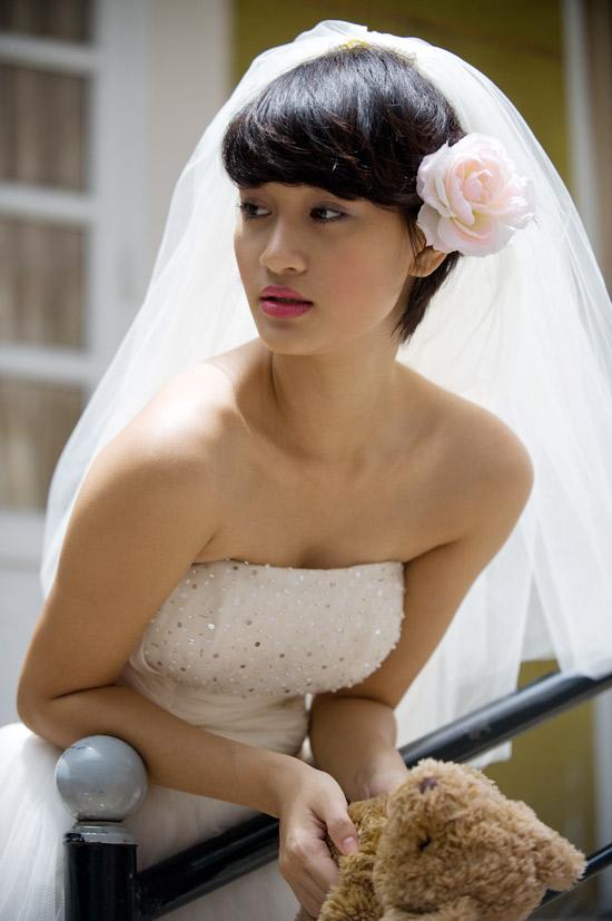 Mặc váy cưới ngắn xinh như Triệu Trang - 9