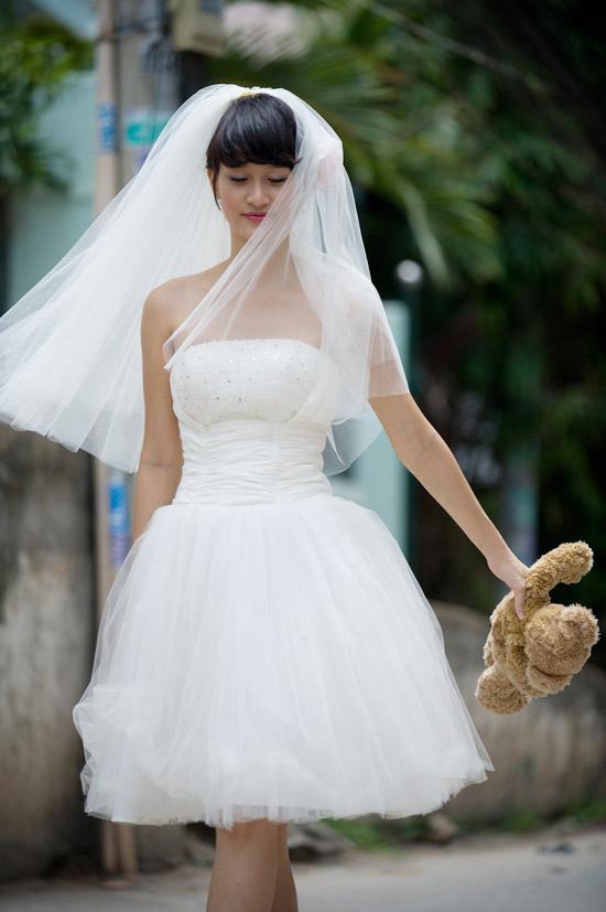Mặc váy cưới ngắn xinh như Triệu Trang - 12