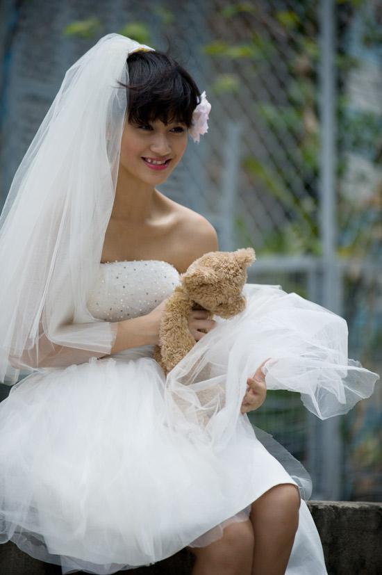 Mặc váy cưới ngắn xinh như Triệu Trang - 15