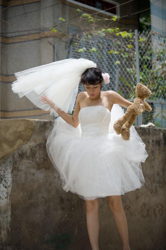 Mặc váy cưới ngắn xinh như Triệu Trang - 16