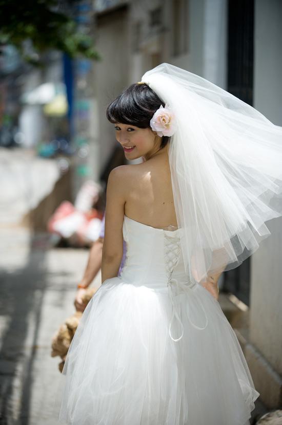 Mặc váy cưới ngắn xinh như Triệu Trang - 18