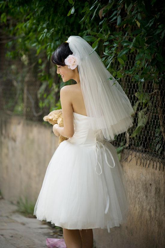 Mặc váy cưới ngắn xinh như Triệu Trang - 6