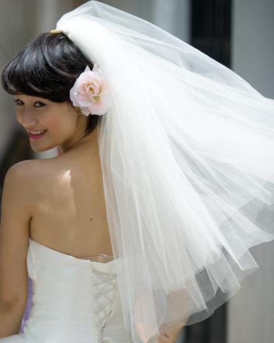 Mặc váy cưới ngắn xinh như Triệu Trang - 2