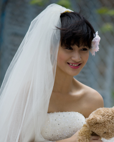 Mặc váy cưới ngắn xinh như Triệu Trang - 3