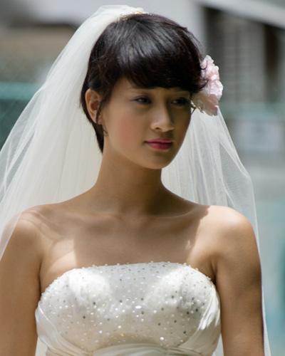 Mặc váy cưới ngắn xinh như Triệu Trang - 13