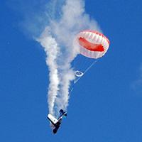 Video: Máy bay trình diễn gãy cánh giữa trời
