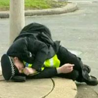 Video clip Hài: Cảnh sát cũng thích trêu gái