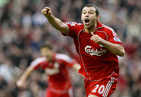 Liverpool thách giá Mascherano - 1