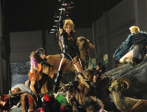 Miley Cyrus: Nghiện ngập, say xỉn, hôn gái và… - 2