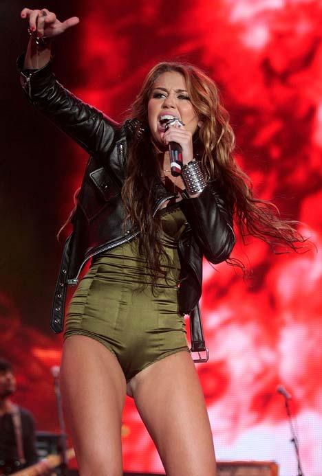 Miley Cyrus: Nghiện ngập, say xỉn, hôn gái và… - 4