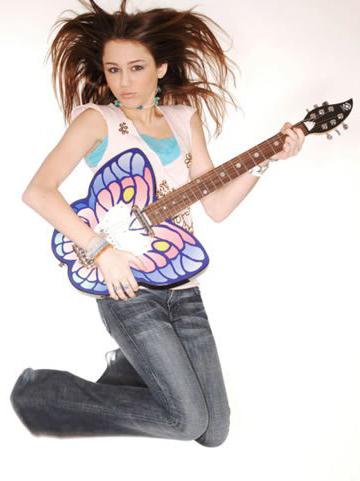 Miley Cyrus: Nghiện ngập, say xỉn, hôn gái và… - 10