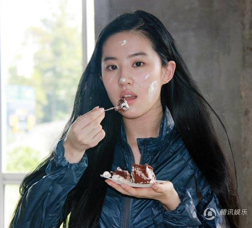 Lưu Diệc Phi đón sinh nhật bên 'người yêu' - 2