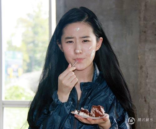 Lưu Diệc Phi đón sinh nhật bên 'người yêu' - 1