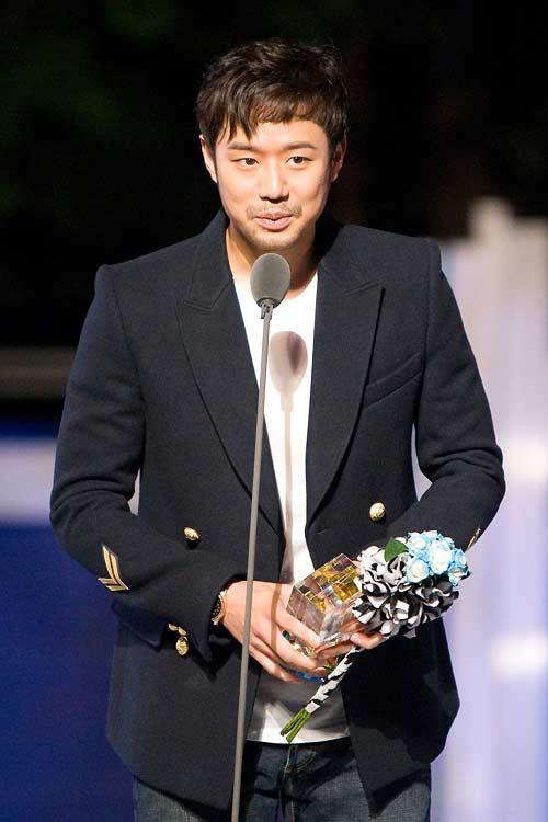 20 nghệ sĩ Hàn có sức ảnh hưởng lớn nhất trong năm - 9