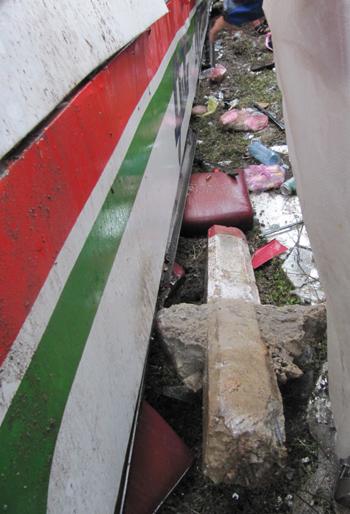 Vụ lật xe khách kinh hoàng ở Nghệ An - 1