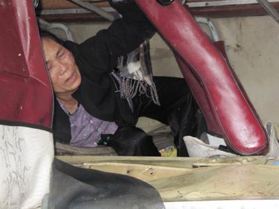Vụ lật xe khách kinh hoàng ở Nghệ An - 4
