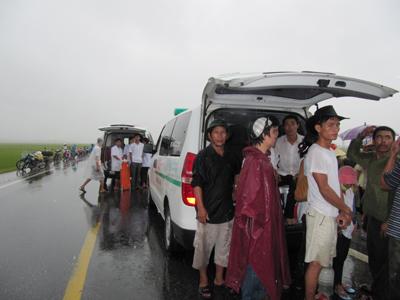 Vụ lật xe khách kinh hoàng ở Nghệ An - 6