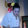 Vũ Thị Kim Anh bỏ áo tù nhân lên sân khấu